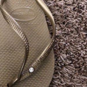 Havaianas Shoes - Gold Havianas size 7/8